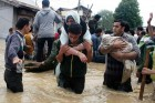 Volunteers rescuing flood affected people in Chattabal area in Srinagar.