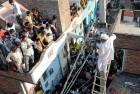 AAP activist restoring power to a JJ colony in Delhi, October 2013