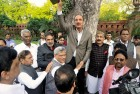 Modi Govt Creating Distances: Azad