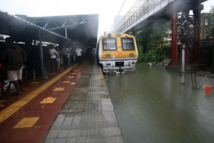 Outlook Photogallery Mumbai Local Train Comes To A Halt Due To