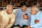 <b>Nagpur leans in</b> Modi with Bhagwat, Gadkari