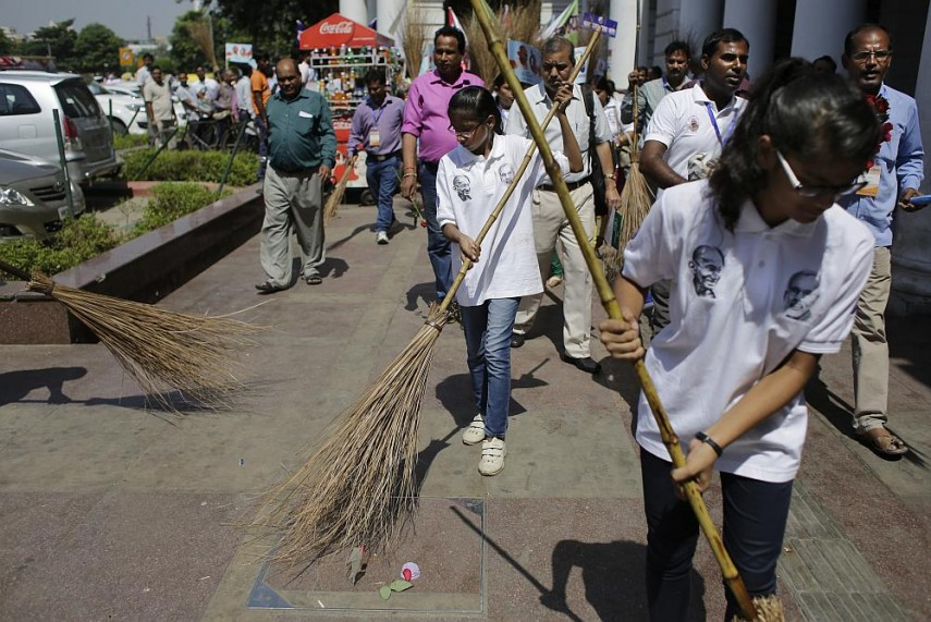 UGC Asks Varsities To Award Academic Credits To Students Participating In Swachh Bharat Abhiyan