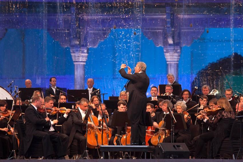 Dirigent, Hold The Tempo
