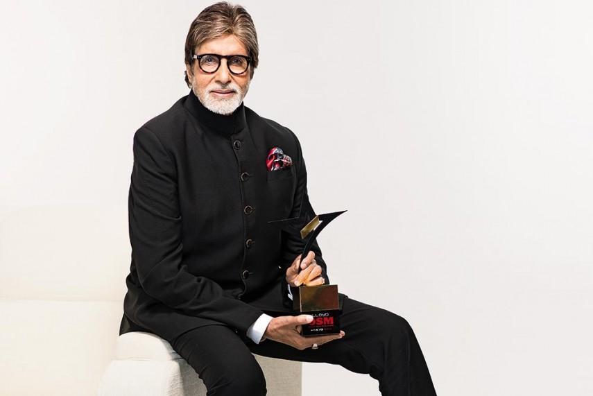 Watch: Amitabh Bachchan Lift The OSM Supernova Of The Year Award