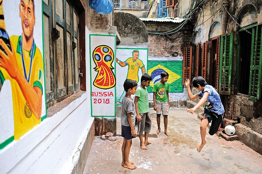 FIFA World Cup Fever In India: Gali Gali Football Shootball