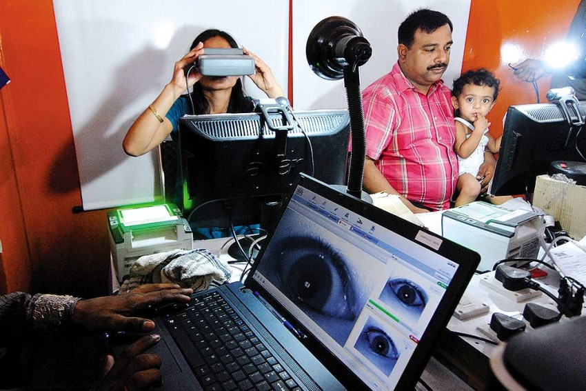Rush For A 12-Digit  Armour: Aadhaar Finds Favour With Kashmiris