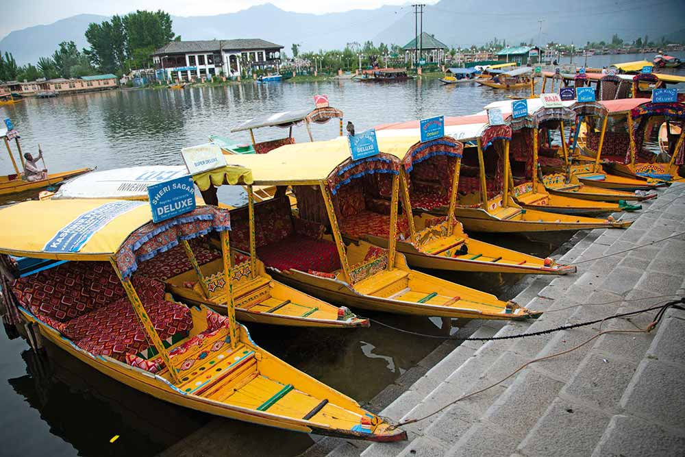 Heaven And Hell: How Kashmir's Tourism Industry Is Sinking After Pulwama Attack