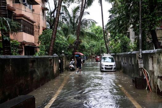 Mumbai: Heavy Rains Lash Maximum City, Daily Commuters Affected