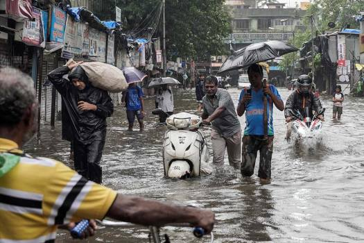 Mumbai: Heavy Rains Lash Maximum City, Daily Commuters Affected