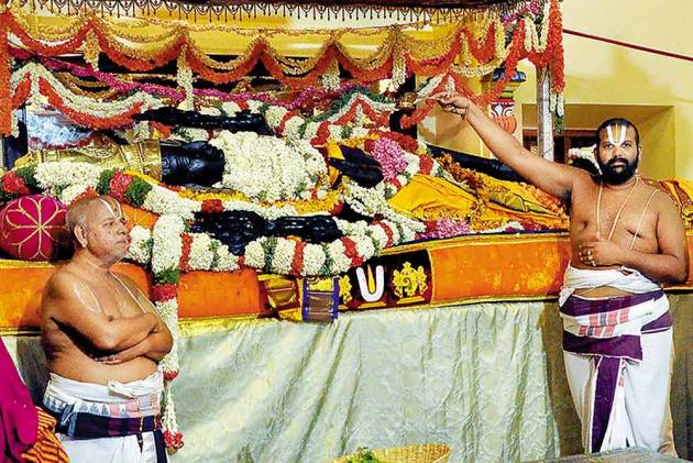 Mysterious Powers Of Lord Aththi Varadhar Turns Kanchipuram Into Another Tirupathi