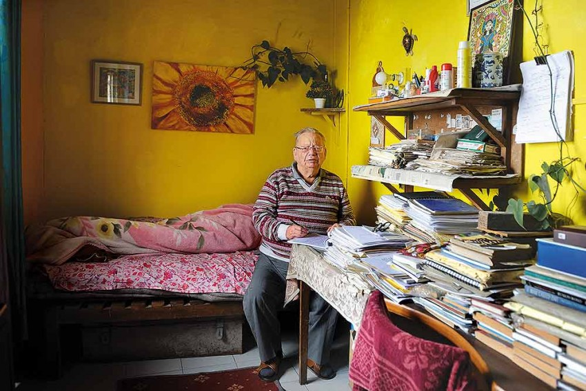 24 Hours In The Life Of Ruskin Bond: Dreams, Dictionaries, Purple Pens And Other Passions
