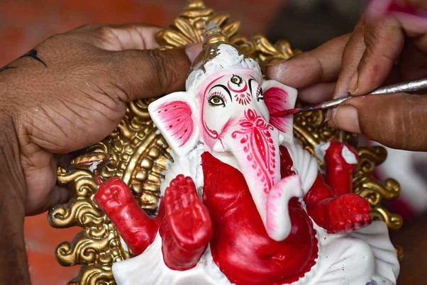 Outlook India Photo Gallery - Ganesh Chaturthi 2021: Preparations In Full  Swing To Welcome Lord Ganesh