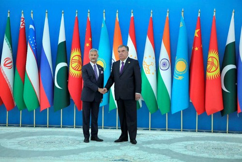 External Affairs Minister S Jaishankar being received at the 21st Meeting of SCO Council of Heads of State in Dushanbe.