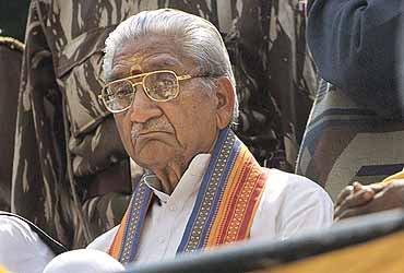 'Vajpayee Must Quit And Hand Over  Everything To Advani'