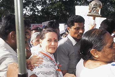 Sonia Vs Vajpayee: LoP-Sided Approach
