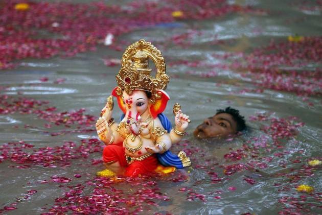 Muslim Man Sets Example by Celebrating Ganesh Chaturthi