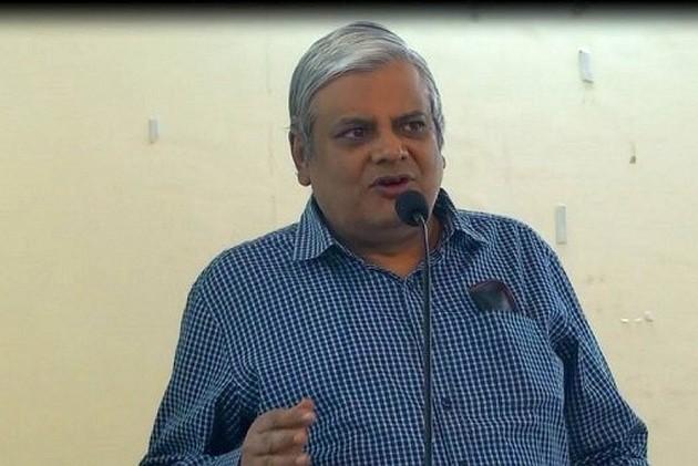 Editor-In-Chief Of <em>National Herald</em> And Former <em>Outlook</em> Hindi Editor Neelabh Mishra Dies